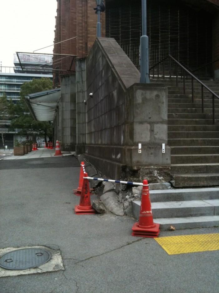 東日本大震災の際に見られた日比谷公園の地盤沈下