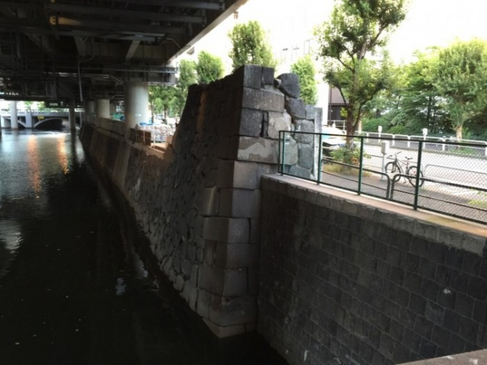 門の石垣が今に残る-一ツ橋