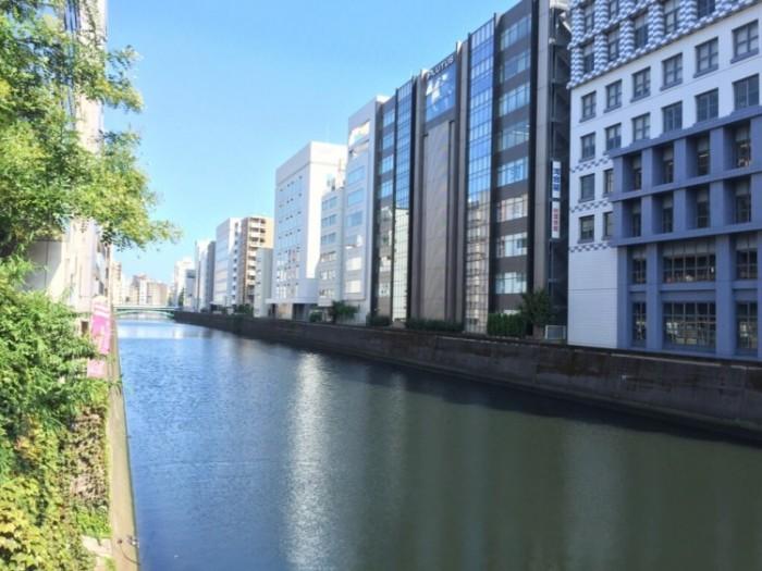 神田川沿いに造られた堤防-柳原土手