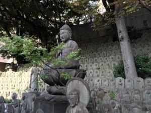大円寺境内の石仏群