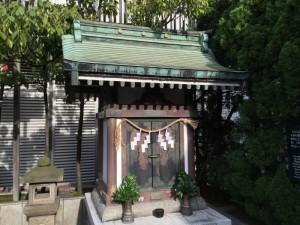 銀座三越屋上の三囲神社